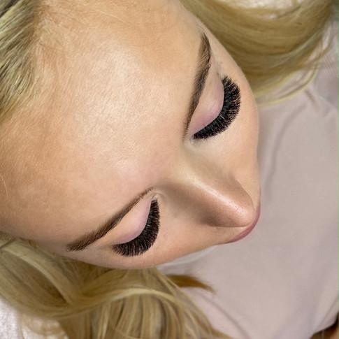 Volume/Russian Eyelash Extensions by Shannon Boyle Eyelash Artist & Artistry Educator Belfast, Northern Ireland