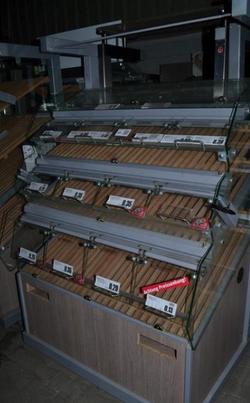 Broodvitrine voorzien van 3x legplan