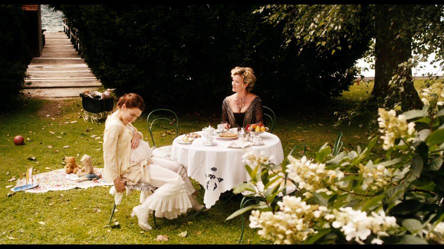 Mahler Alma and Anna Von Alfresco.jpg