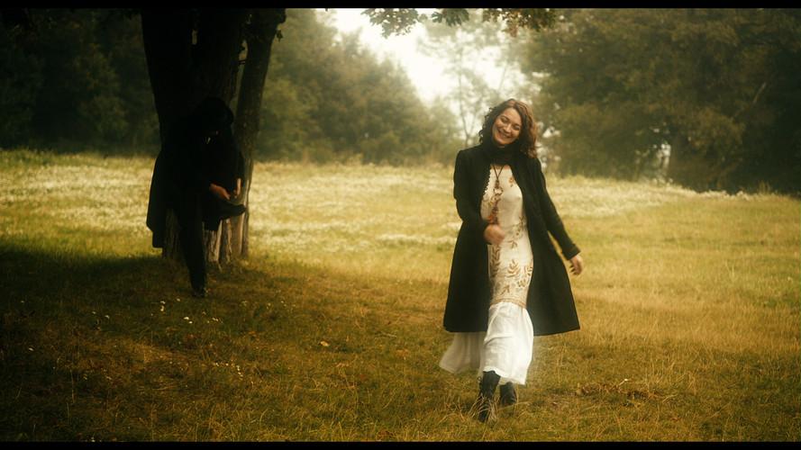 Mahler Alma in field 2.jpg