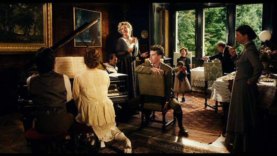 Mahler Group Anna Von singing.jpg