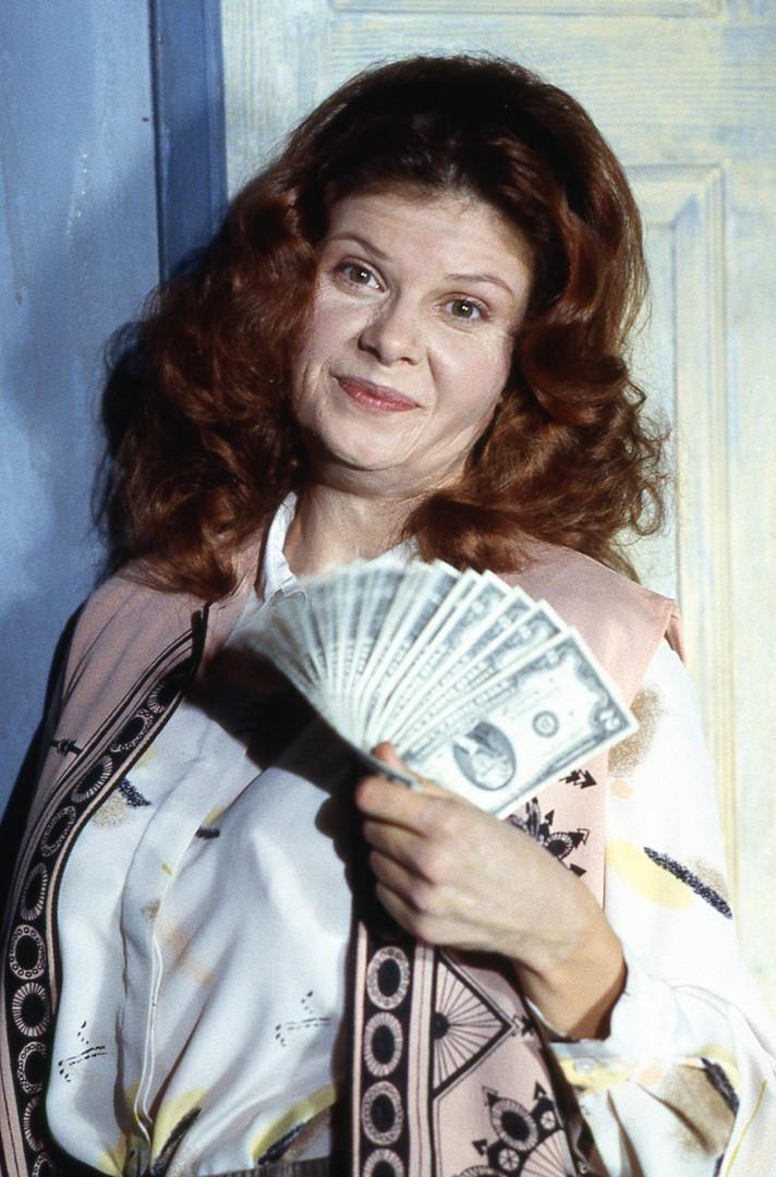 YY Penny flashes cash.jpg