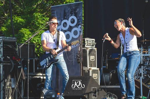 Gooroos on stage