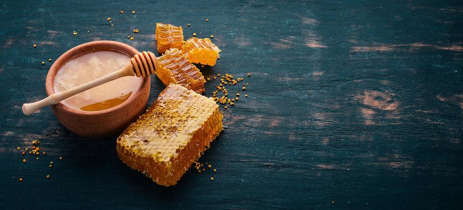 Jar of Honey and Honeycomb.jpg