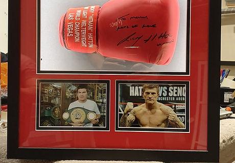 Ricky Hatton Glove