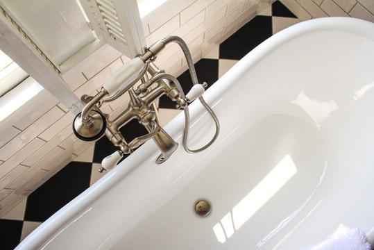 historic-wedding-venue-northern-virginia-clawfoot-bathtub