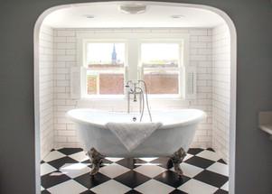 bridal-suite-luxury-bathroom-historic-venue-piccadilly-place-bathtub