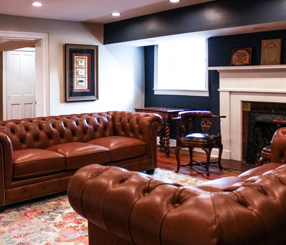 grooms-tavern-stag-party-full-bar-chesterfield-sofa
