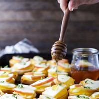 Smoked-Gouda-Apple-Crostini-with-Honey-D