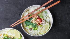 Noodles de arroz com edamame