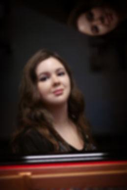 Pianistin Maria Narodytska am Klavier