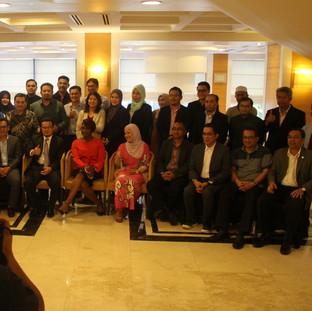 Group photo of all the attendees with Kubi at Universiti Malaysia Kelantan