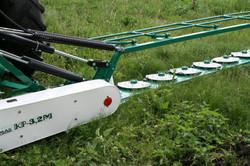 Косилка навесная роторная с шестеренчатым приводом роторов, шириной захвата 3.2 м.