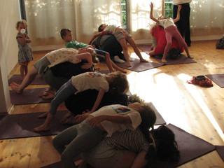 יוגה בשניים: מפגש לילדים ולהורים