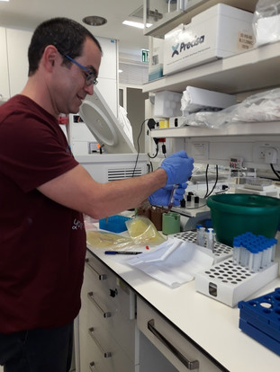 Roi in lab 2018.jpg