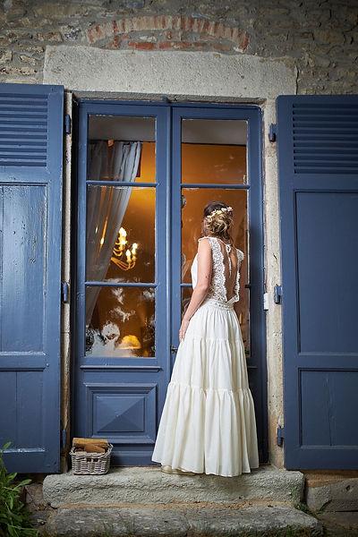 Robe de mariée Yasmine, écoresponsable éthiques et vegan en coton bio style vintage et bohème, hippie pour un mariage champêtre de la créatrice Delphine Pinel à Sainte Catherine vers Mornant et saint-Martin-en-Haut entre Saint-Etienne, loire, 42 et Lyon, Rhône, 69