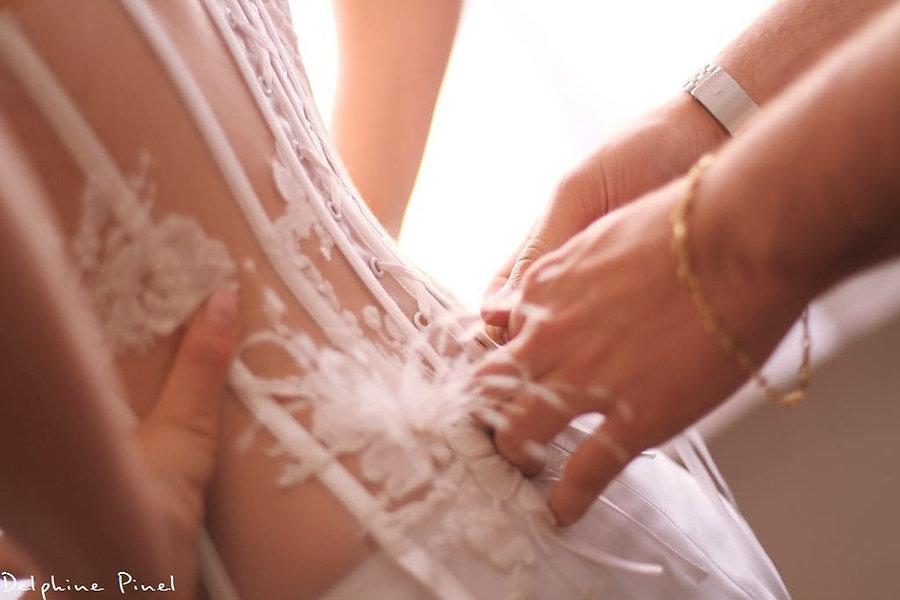 Collection de robes de mariées bustier transparent, en dentelle de la créatrice de robes de mariées écoresponsables Delphine Pinel à Sainte Catherine vers Mornant et Saint martin-en-haut entre Lyon, Rhône, 69 et Saint-Etienne, Loire, 42