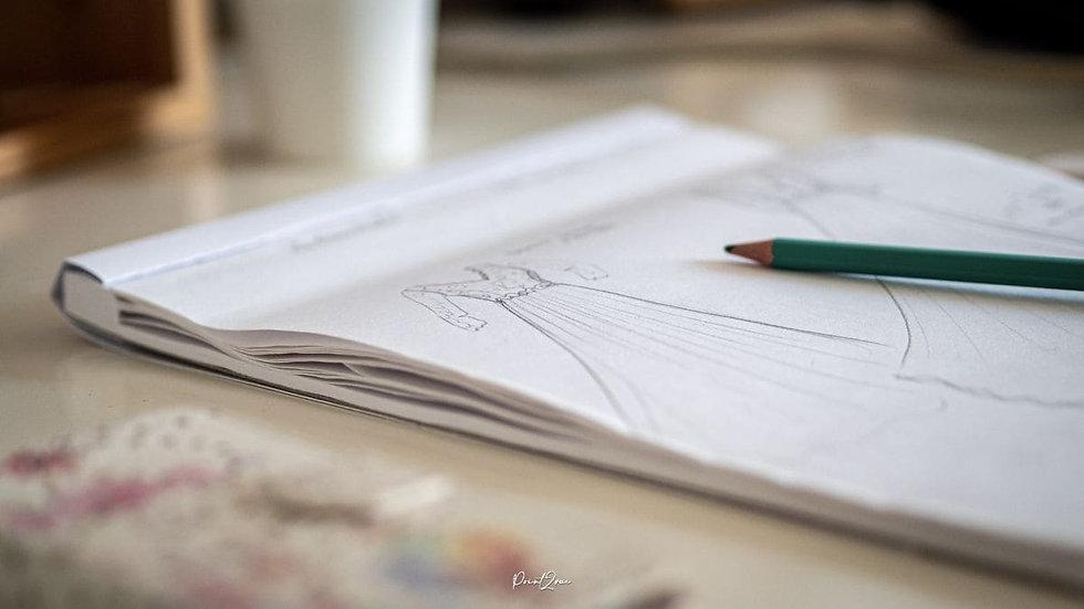 Carnet de croquis de création de robe de mariée bohème et champêtre éco-responsables en coton bio certifié GOTS de la créatrice Delphine Pinel dans les Monts du lyonnais vers Mornant et St-Martin-en-Haut, entre Saint-Etienne, loire, 42 et Lyon, Rhône, 69