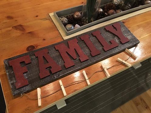 Family Pallet Photo Display