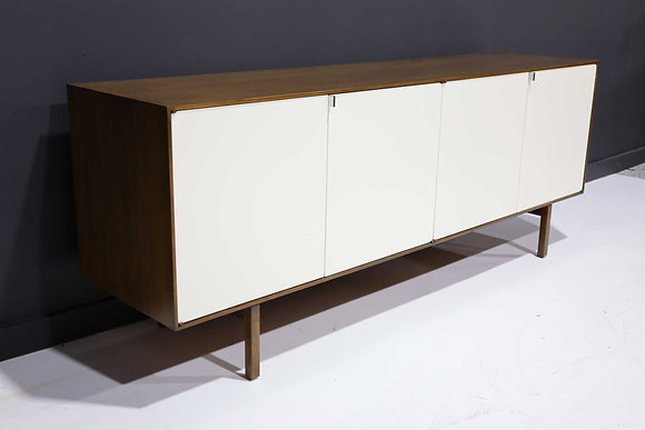 Florence Knoll Early Sideboard, Credenza in Walnut, Model 541