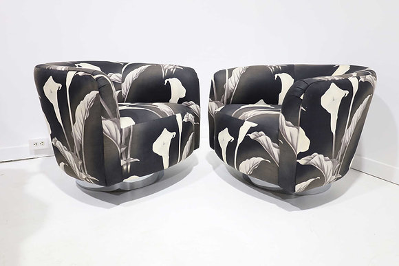 Pair of Milo Baughman Swivel Lounge Chairs in Black and White
