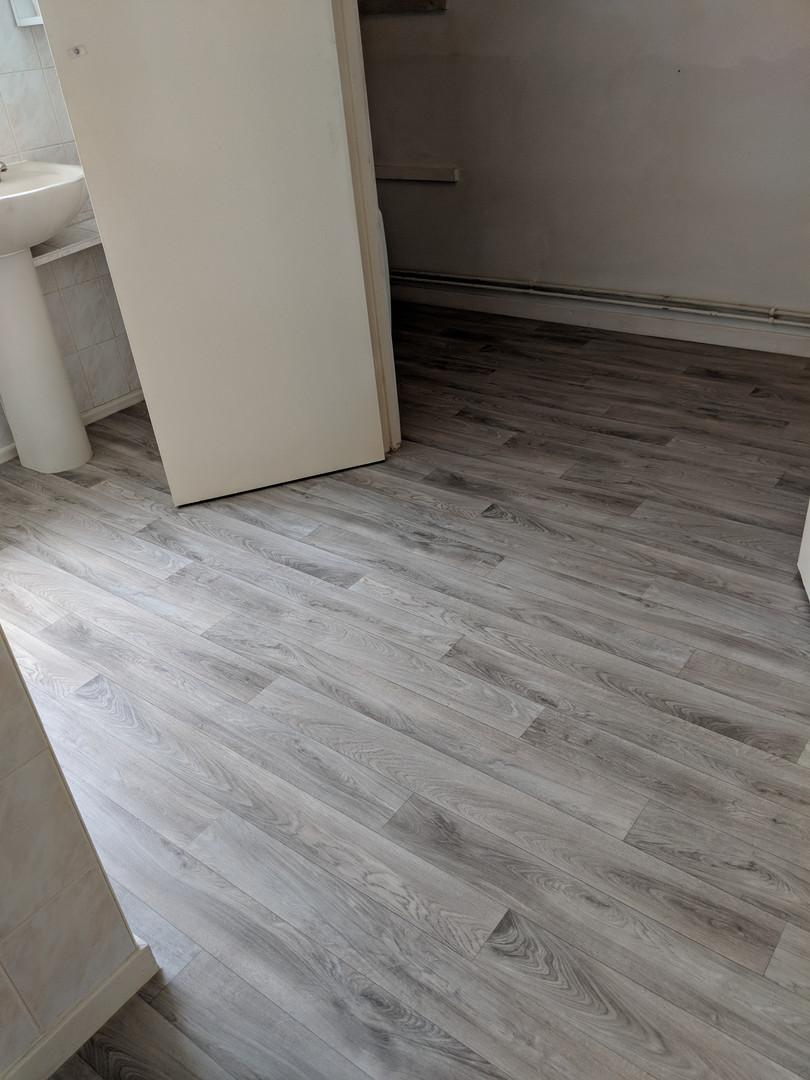 vinyl flooring in bathroom reclaimed grey