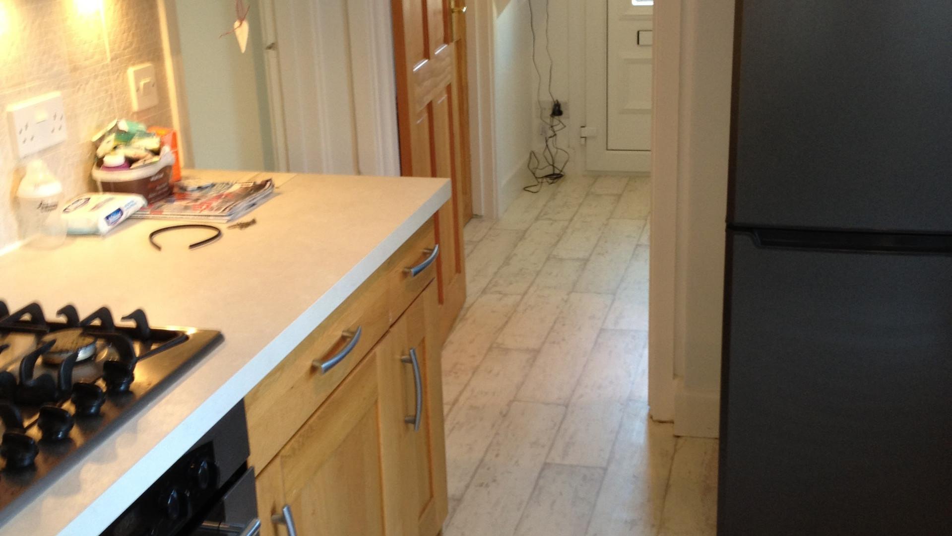 vinyl flooring in kitchen.JPG