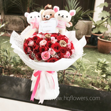 99 Roses with Plushie