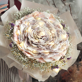 Camellia Money Bouquet LED
