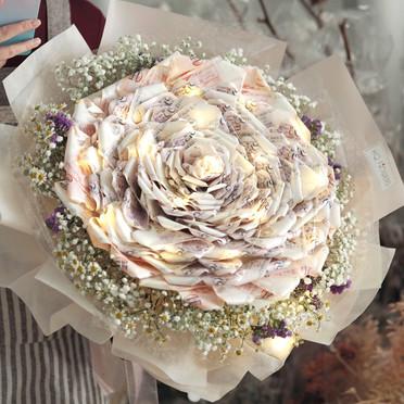 Camellia Money Bouquet LED