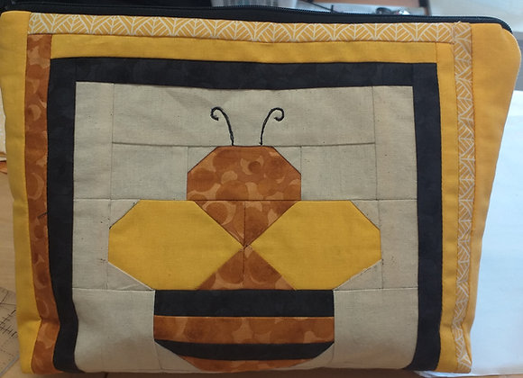 Bee Zipped Purse Kit