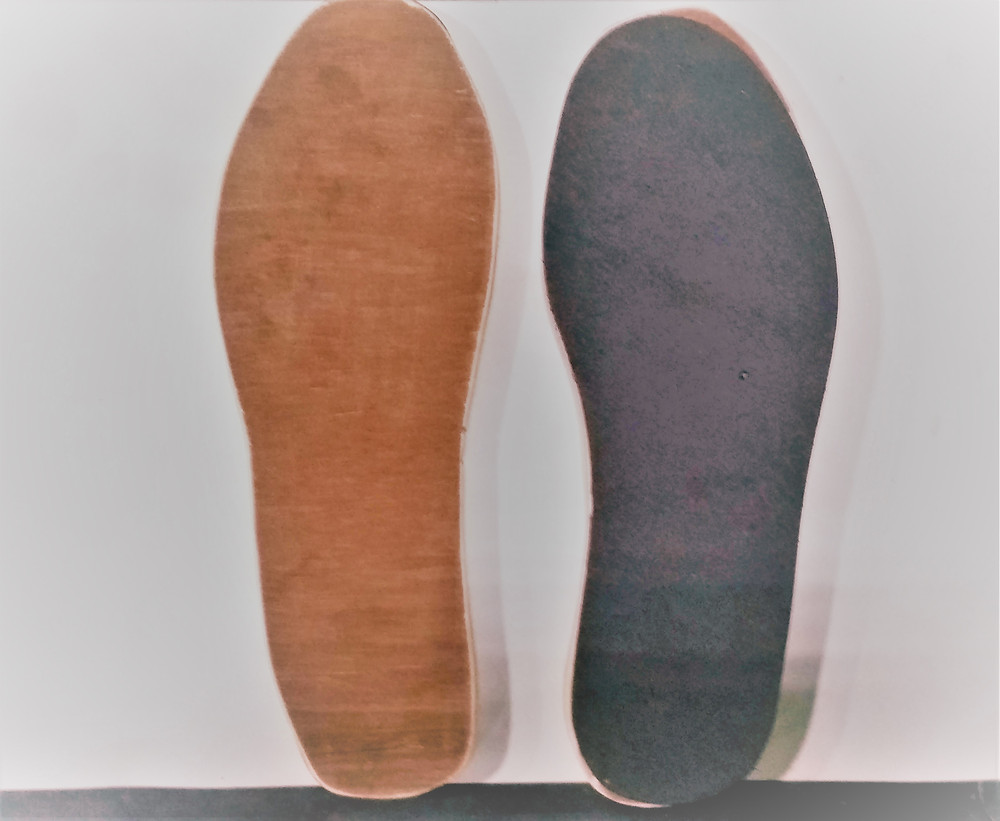 Wooden base with rubber sole for leveling slippers