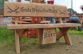 Gute Freunde Bank + Bierkasten