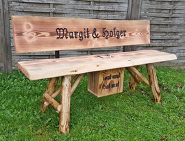 Margit und Holger + Bierkasten