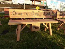 Oma und Opa´s Bank + Bier
