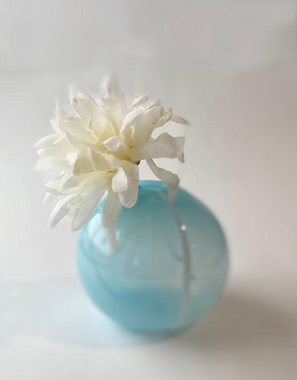 blue_budvase_with flower.jpg