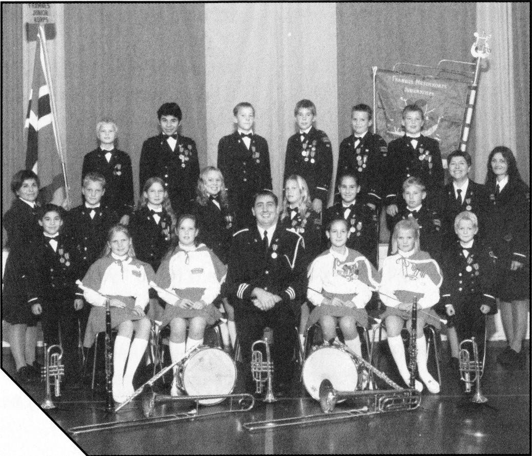 2001 - 60 ar - Juniorkorps.jpg