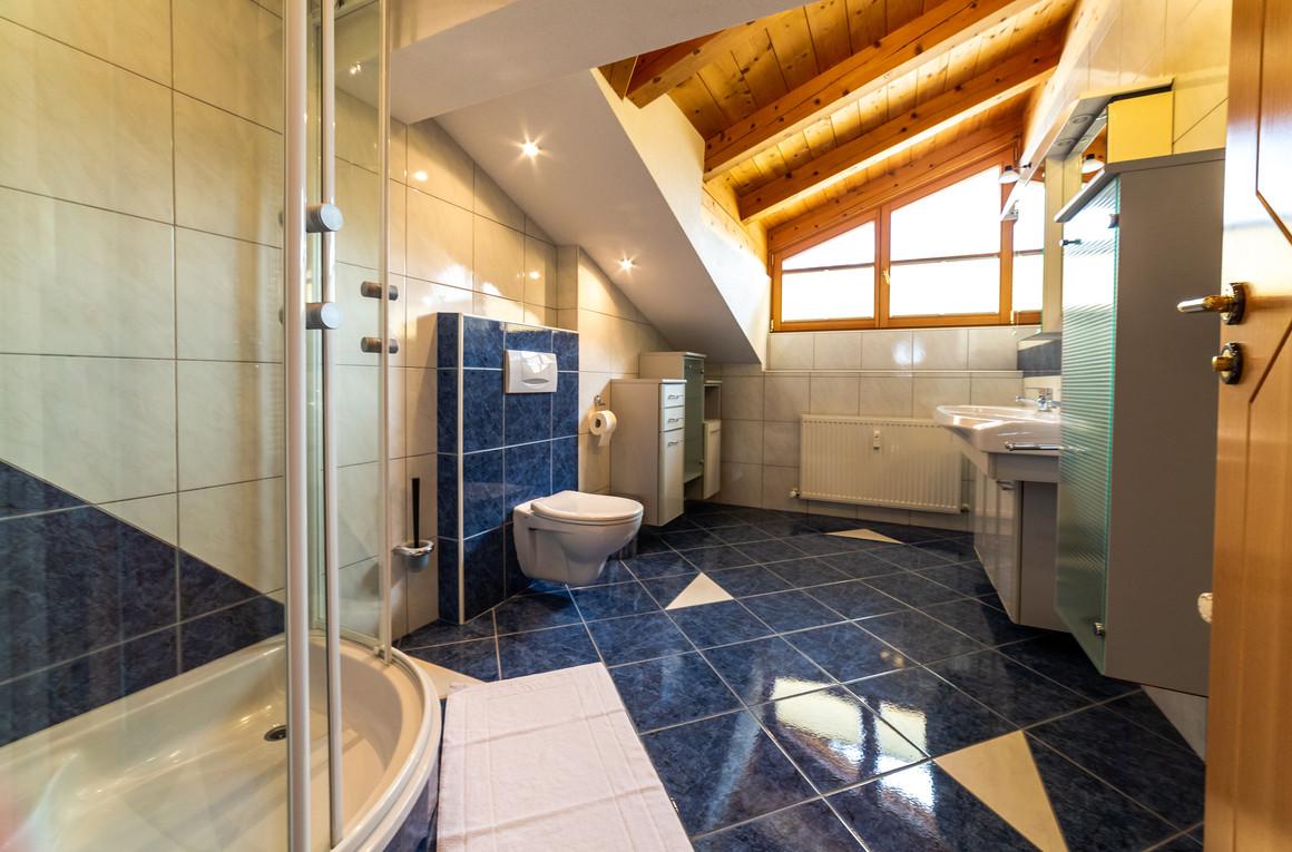 schneehaus chalet weiberhimmel bathroom.