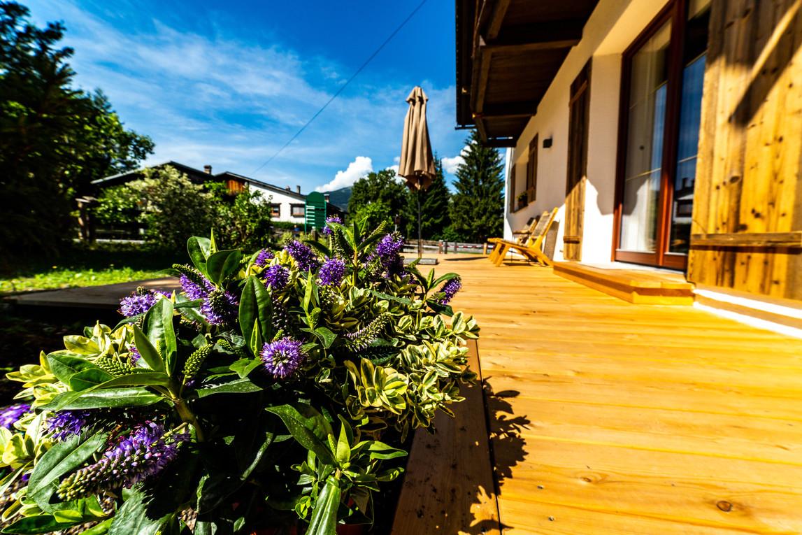 Lodge terras zomer.jpg