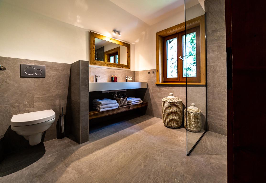 badkamer boven.jpg