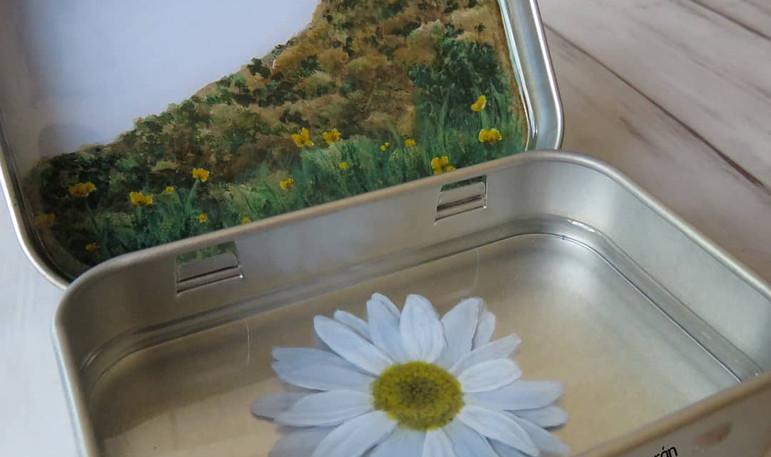 Acrylics on epoxy resin layers