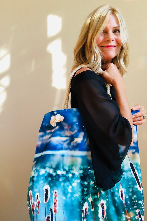 Artist Shelly Lawler wearing her Magic Tote Bag