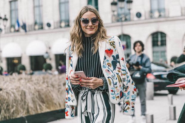 Un modernismo del traje sastre o blazer perfecto para el empoderamiento femenino