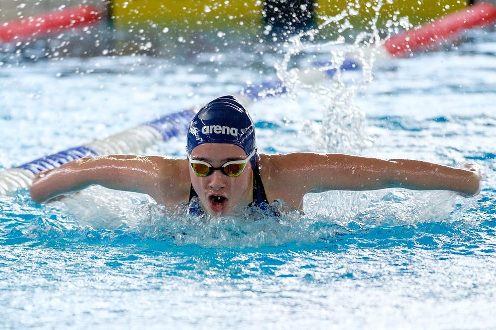 Ingeborg Mittet Kaldhussæter på 100m butterfly. Foto: Ingvald Kaldhussæter