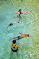 AASLK arrangere gratis svømmeskole på Blindheim Ungdomskole i juli.