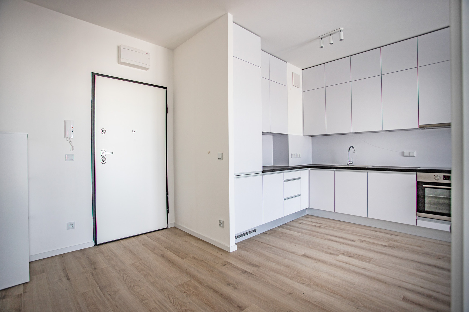 Warsaw-Browary-Apartment-For-Rent-6.jpg