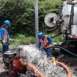 Lluvias taponaron pozos de revisión y alcantarillas en San Antonio de Ibarra