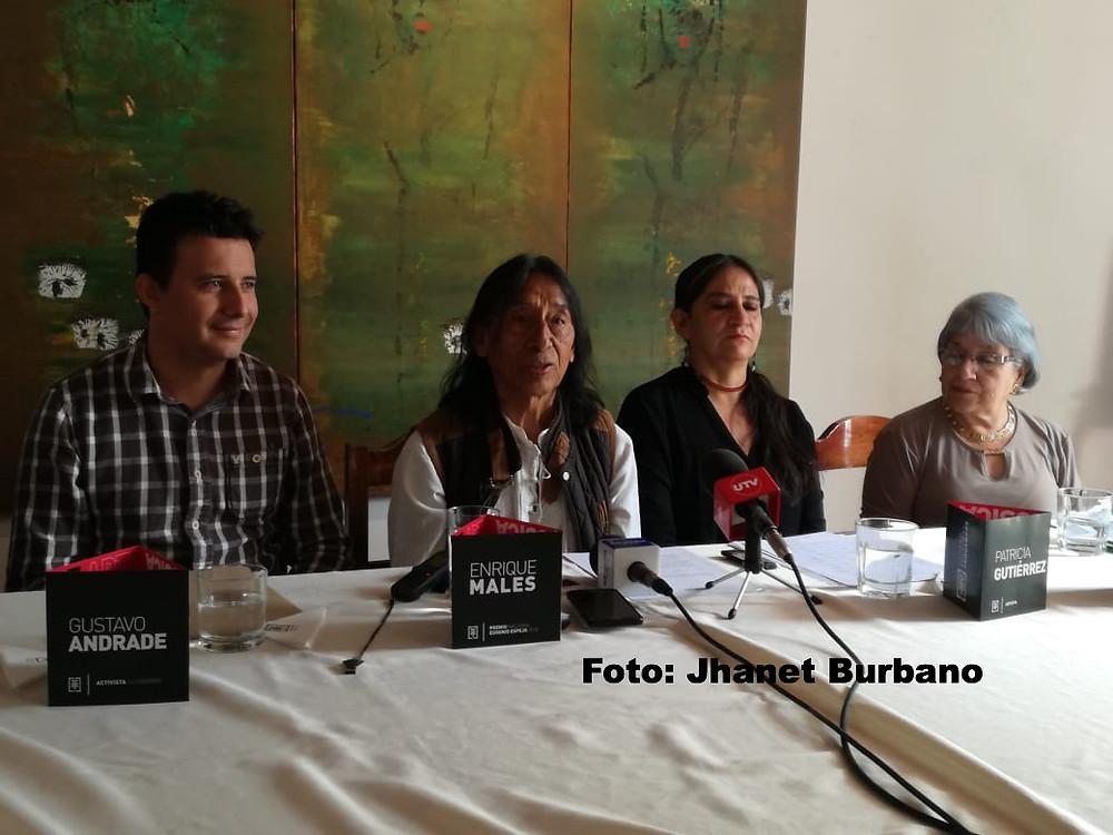 Enroque Males (segundo de izquierda a derecha) durante la rueda de prensa
