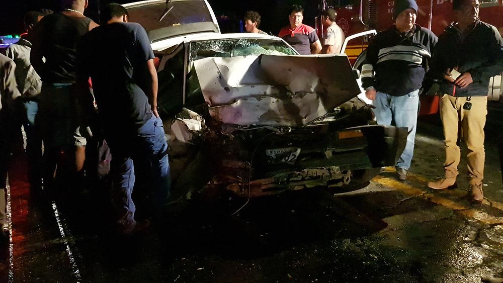 El choque entre dos automóviles dejó como saldo un bebé fallecido y dos personas heridas