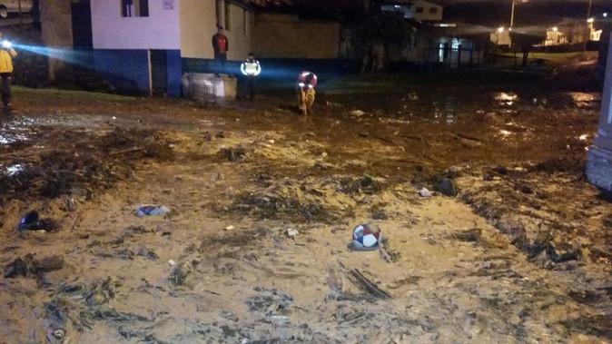 Gruta del Socavón y piscina Neptuno afectadas por desbordamiento de acequia en Otavalo